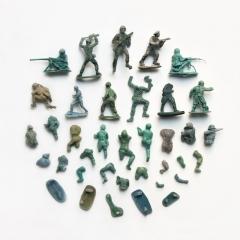 Gradual breakdown of the flotsam army
